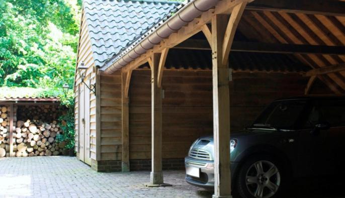 eiken bijgebouw met garage carport met eiken gevel voor mini cooper
